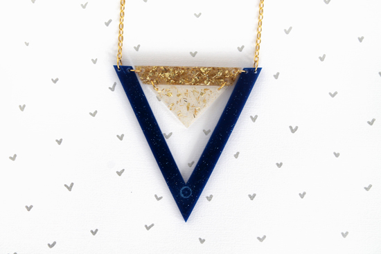 double_triangle_necklace_goldroyalblue_001