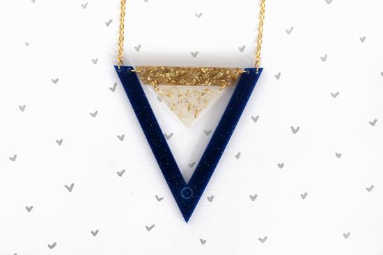 double_triangle_necklace_goldroyalblue_001