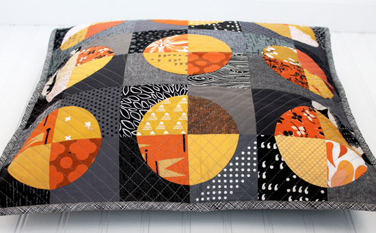 A Drunkards Path Pillow: AKA My First Time Piecing Curved Seams {an Art School dropout's life}