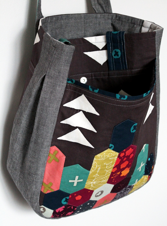 An Alison Glass and Andover Fabrics Noodlehead Super Tote {an Art School Dropout's life} #handcrafted #handmade #bag