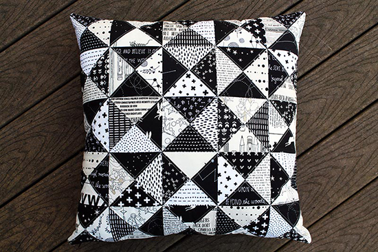 Bw_pillow_finished_001_550