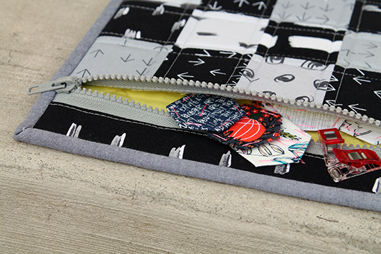 Simple Zipper Bag Sew Along with the Fat Quarter Shop + Video Instructions!! {an Art School Dropout's life}