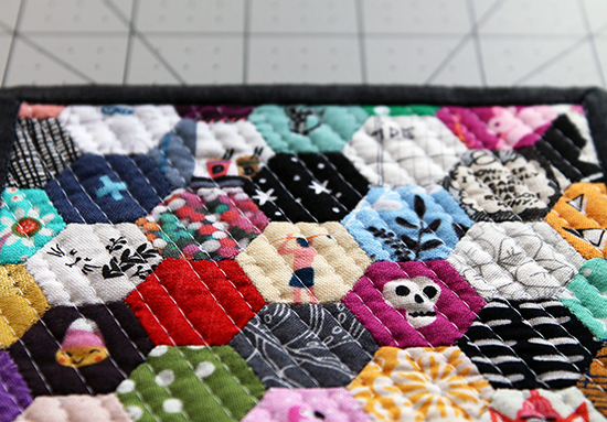 My First Mini Mini Quilt! / Jessee Maloney {an Art School Dropout's life} Hexies Hexagons EPP English Paper Piecing